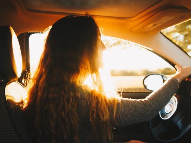 Pas op met laagstaande zon en autorijden
