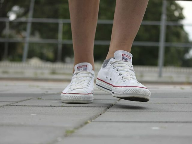 Witte sneakers: de plusjes en de minnetjes