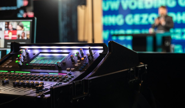 Licht en geluid nodig voor je evenement? Dan ben je bij MaxiAxi op het juiste adres!